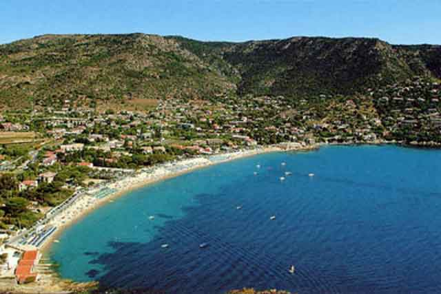 Saint clair beach in le lavandou for Camping le lavandou avec piscine